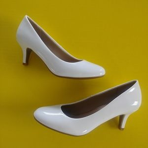 Ladies low heel pumps